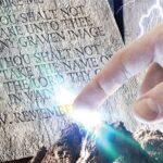 Écrit dans la pierre!